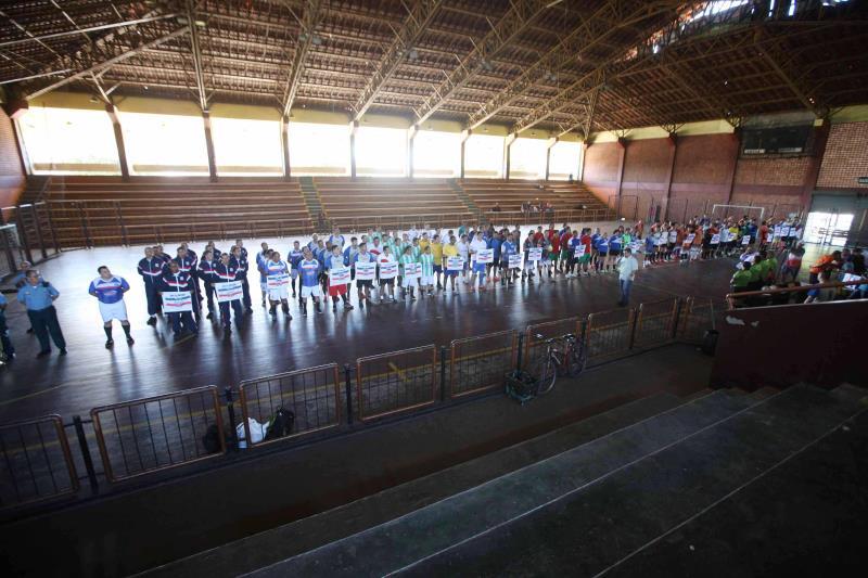 O torneio também conta com a participação de alunos da escolinha de futsal da PM, que ensina a filhos de militares técnicas e regras dessa modalidade