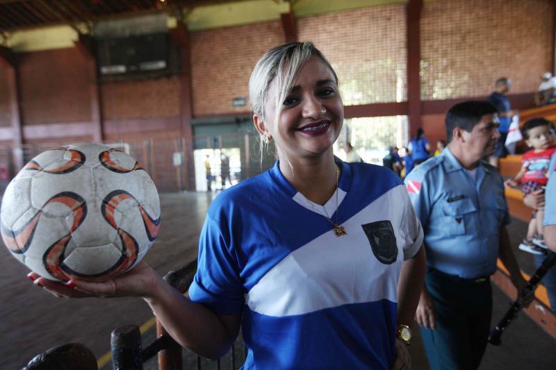 Representando o time do Batalhão de Choque, Liliane Melo ressaltou que o esporte ajuda a manter o condicionamento físico dos policiais