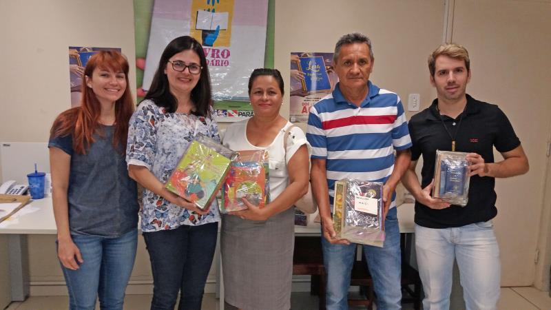 A doação dos livros é pontapé para o projeto 'Carrinhos da Leitura', que será desenvolvido pela escola para ajudar os alunos que possuem dificuldades no desenvolvimento da leitura e da escrita
