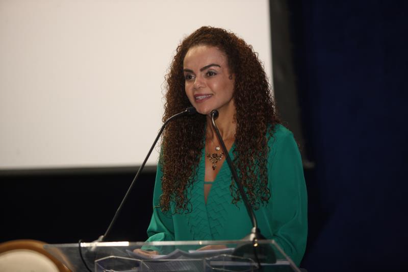 A secretária de Municípios Sustentáveis (Semsu), Izabela Jatene, representou o governador na sessão pública de apoio à implantação do campus da Amazônia