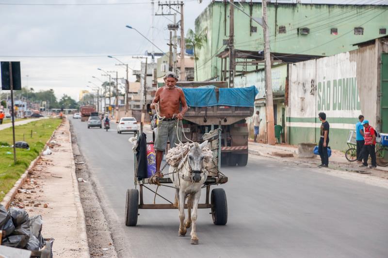 Só com a retirada de entulho fruto do despejo ilegal nas vias públicas, a Prefeitura de Belém desembolsa mais de 24 milhões por ano. Por dia, cerca de 500 toneladas de lixo são recolhidas das vias públicas
