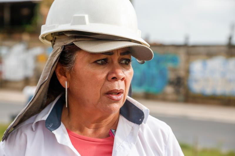A técnica Regina Cardoso é a responsável pela fiscalização da obra de saneamento e urbanização realizada pela Prefeitura de Belém por meio do Programa Sanear Belém
