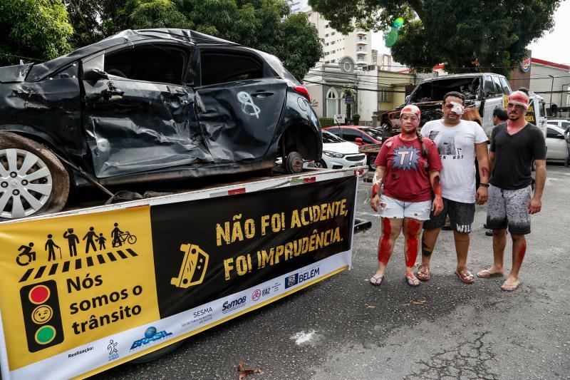 Campanhas educativas levam para as ruas exemplos de resultado da imprudência no trânsito