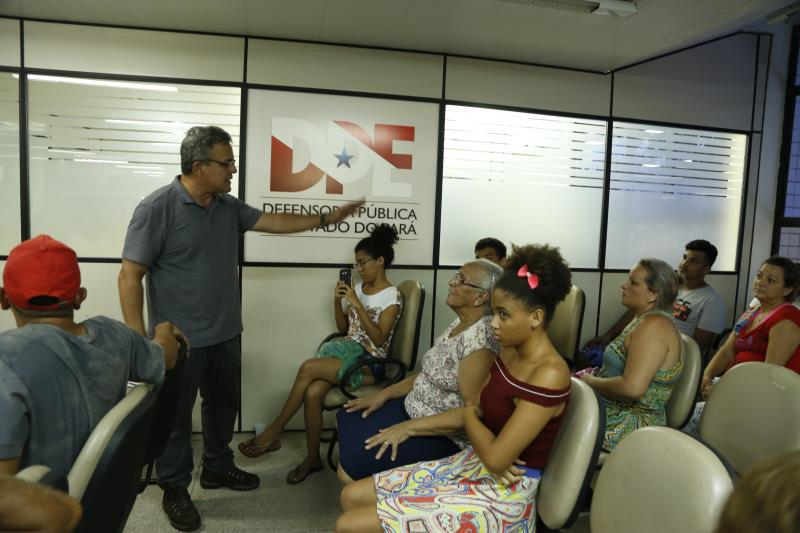 Zenaldo Coutinho esteve na Estação Cidadania durante a manhã desta sexta-feira, 01, para prestar o atendimento às famílias atingidas pelo incêndio.