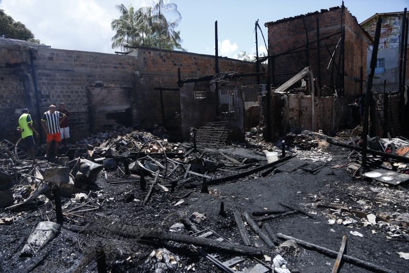 Ainda não há informações do que teria provocado o incêndio que destruiu as casas no bairro do Guamá.