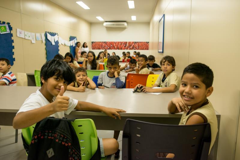 Concentrados e com a leitura bem ensaiada, os pequeninos emocionaram a todos, principalmente o escritor convidado para o sarau.