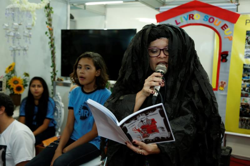 Lançamento do Livro Morrendo de Medo em Icoaraci - SEMEC Na foto: Matinta Pereira