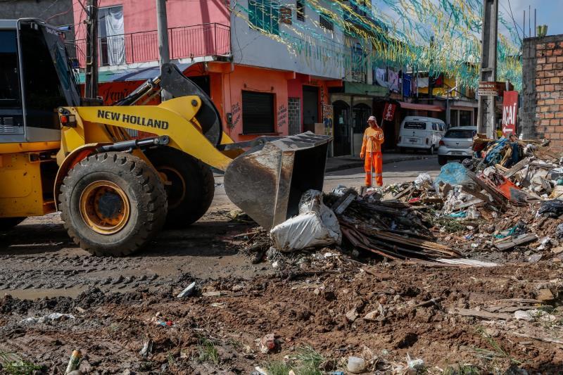 O titular da Sesan, Claudio Mercês, ressalta que a parceria da comunidade tem proporcionado resultados expressivos no combate ao descarte irregular de lixo em vias e canais.