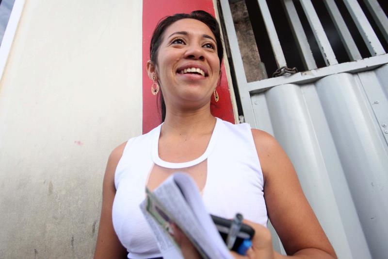 """A geógrafa Sirlene Barbosa, 29 anos, trabalha no Estado dando aula com vínculo de contrato temporário. """"Amo a sala de aula, mas quero a estabilidade"""", afirmou."""