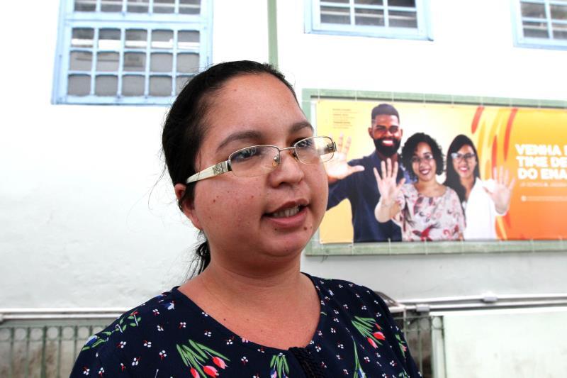 """Susiane Santos (foto) prestou seu primeiro concurso público para Bacharelado em Letras. """"A prova foi excelente para quem estudou""""."""