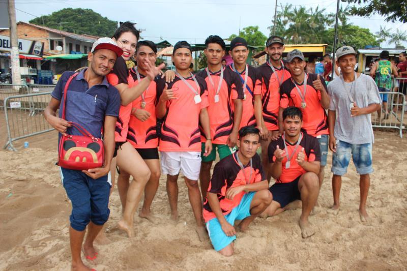 Equipe campeã da competição do torneio de Gaymada deste ano em Outeiro.
