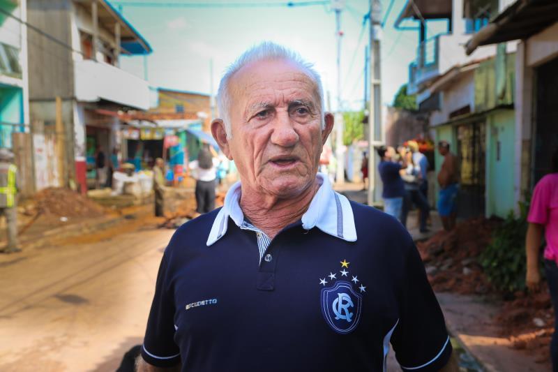 Prefeito Visita Obras na Terra Firme e Sacramenta    Na foto; O aposentado , Mário Garcia, na Obra da Rua 2 de Junho- Terra Firme