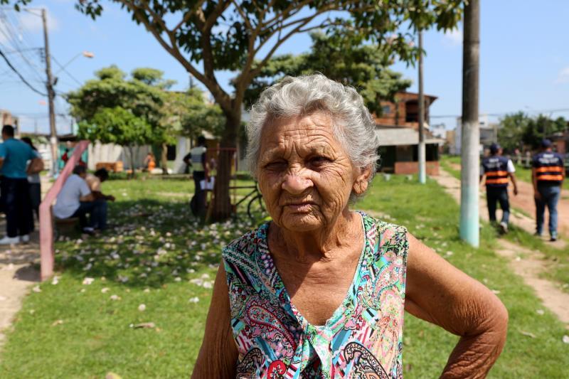 Prefeito Visita Obras na Terra Firme e Sacramenta    Na foto; A aposentada Zélia Gomes no Bairro da Sacramenta
