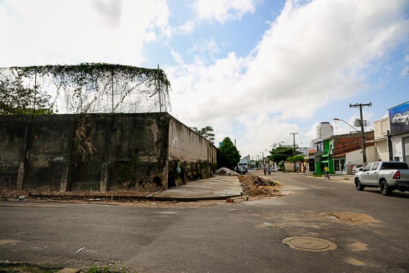 Pontos de Descarte de Lixo em Belém diminuem mais de 10%   Na foto: Perebebuí esquina com  a Passagem F , Muro do Salesiano do Trabalho