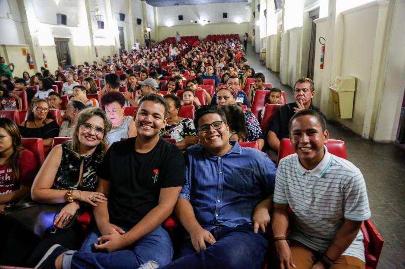 """""""Belém dos Meus Encantos"""" lotou o cine Olympia logo na estreia nesta quinta-feira, 13."""