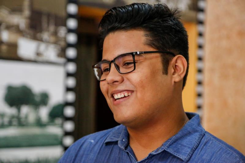 O roteirista do filme é Saulo Moraes,  de 19 anos, também ex-aluno da Manuela de Freitas.