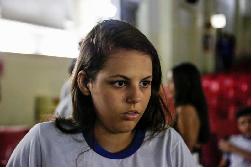 """A estudante Adrianny Lustosa, do 9º ano, aprovou:. """"Foi fantástico ver que de dentro da escola foi possível fazer um filme como esse""""."""