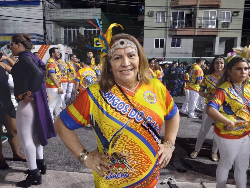 A aposentada Teca Valuar uniu o amor pela escola e por Abaetetuba, sua cidade de nascimento, para arrasar na avenida