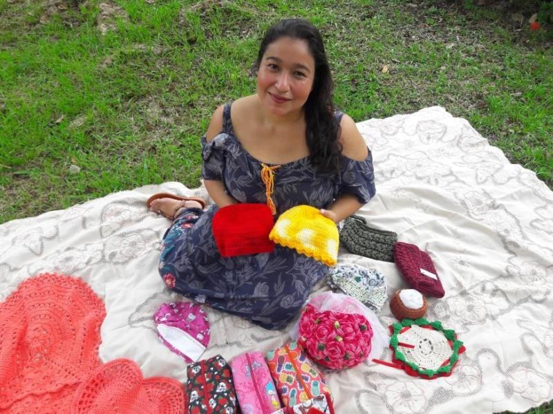 """""""Meu primeiro contato com o crochê foi aos 12 anos"""", disse a professora Márcia Ferreira."""