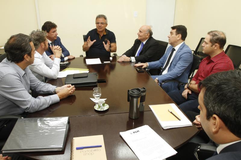 No início da tarde desta quinta-feira, 13, foi realizada na sede da Prefeitura Municipal de Belém, uma reunião sobre o embargo da obra do empreendimento de comércio atacadista, localizado no Portal da Amazônia, no bairro Cidade Velha