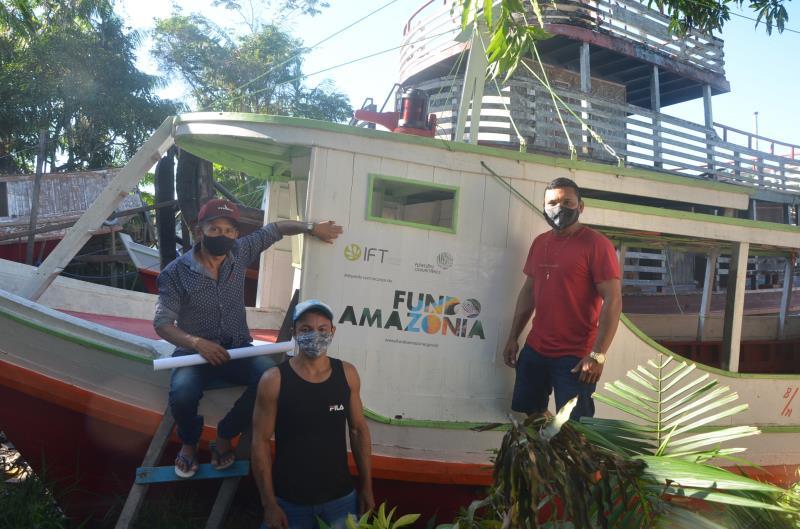 Moradores da Resex Arióca Pruanã comemoram a conquista do veículo