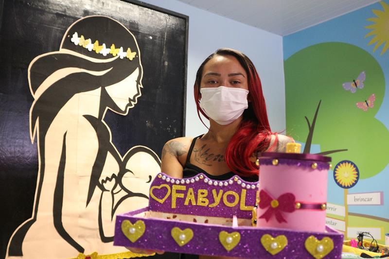 Presente da mãe Maria Cristina para a pequena Fabyolla- Pró-Saúde
