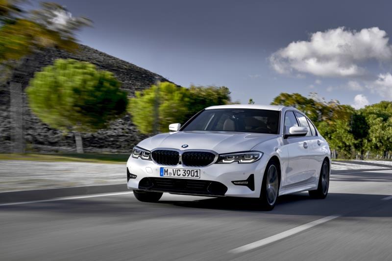 Modelo de BMW semelhante ao que o jovem indiano jogou no rio porque queria um Jaguar