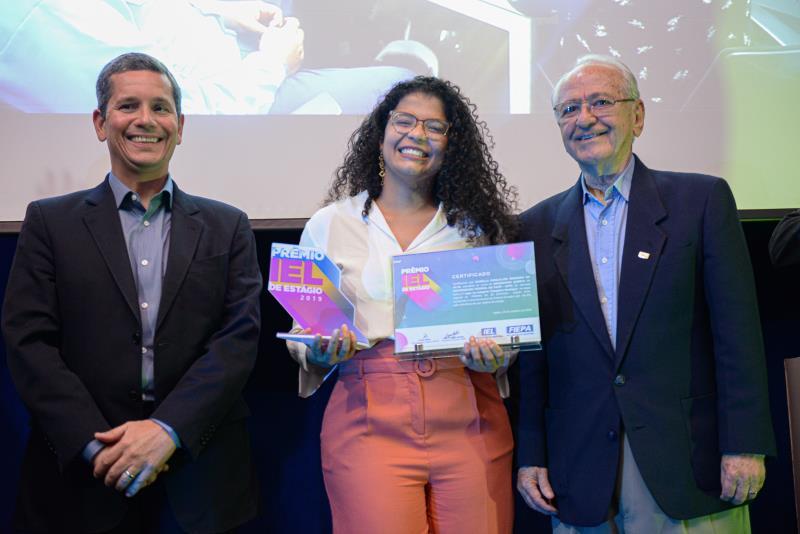 Izabella Gonçalves Rendeiro da Silva, estagiária da Alunorte e aluna da Universidade Federal do Pará, que venceu na categoria Melhor Estagiário.