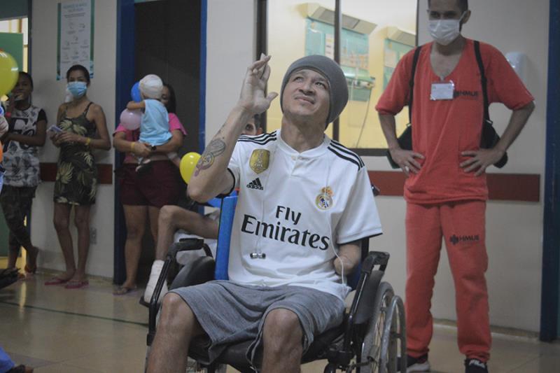 Deus e esses profissionais são responsáveis pela minha recuperação, disse o paciente ao se despedir. Foto Diego Monteiro HMUE.