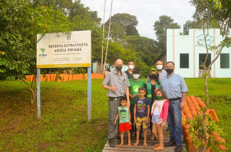 Representantes da STIHL e integrantes do IFT em visita à comunidade