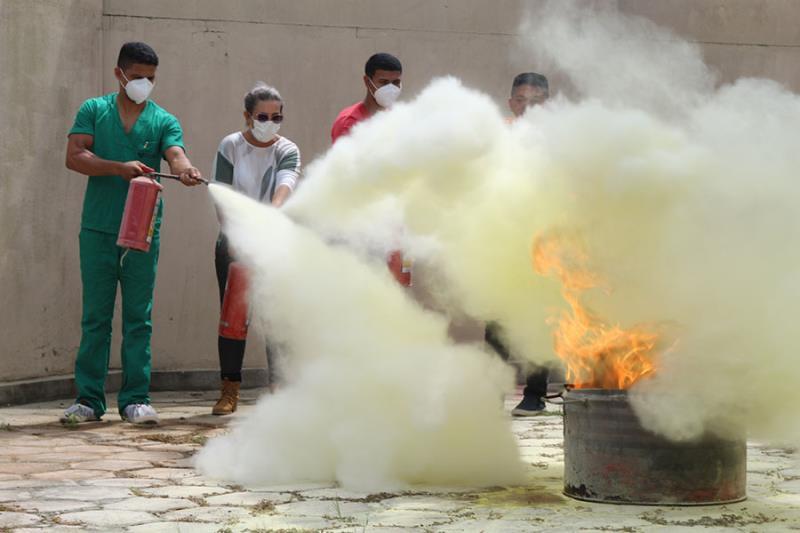 Treinamento para apagar foco com hidrantes - Pró-Saúde
