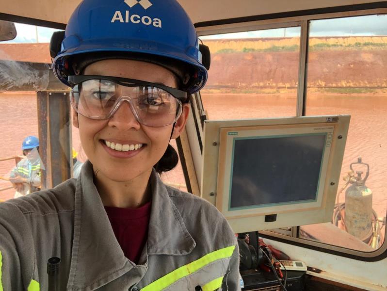 Suzane Lima, ex-aluna do Pitágoras, é estudante de engenharia de controle e automoção, e faz estágio na Alcoa.