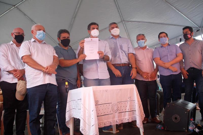 Helder Barbalho firmou convênio com a prefeitura municipal de Bragança para obras de conservação da PA-450, entre outras benfeitorias