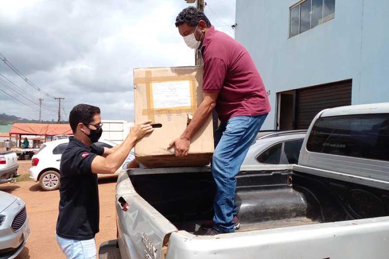 Norte Energia doa materiais de pesquisa à UFPA