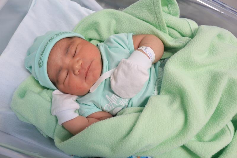 Mikael, filho da Michele Ribeiro, com 56cm e 5,20kg.