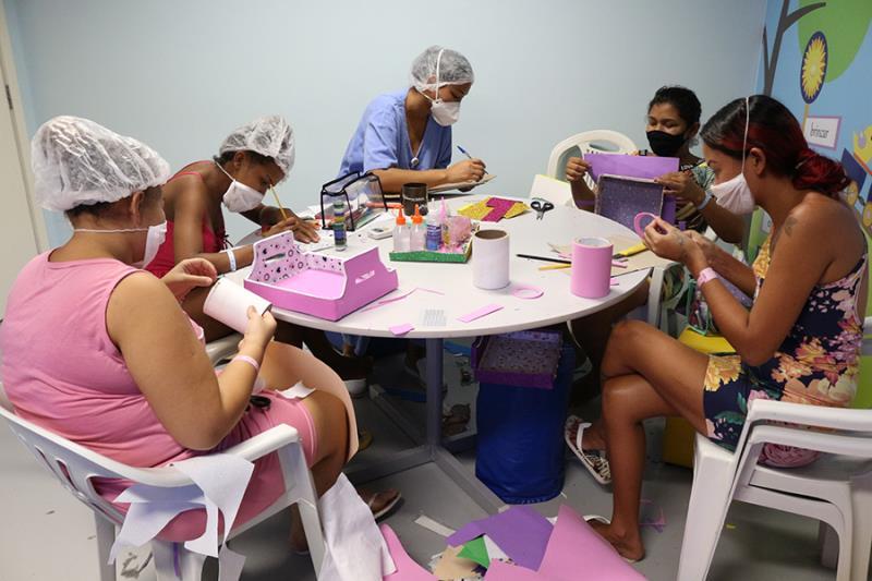 O grupo é formado com mães que acompanham bebês nas unidades de internação do HMIB- Pró-Saúde