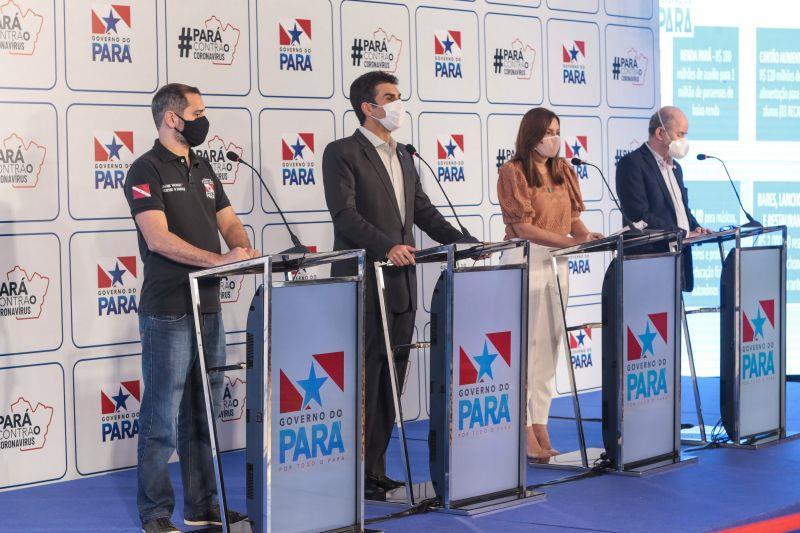 O governador Helder Barbalho (c) anunciou o pacote de medidas econômicas e tributárias ao lados dos secretários Ualame Machado (d), Hana Ghassan e René Sousa Júnior.