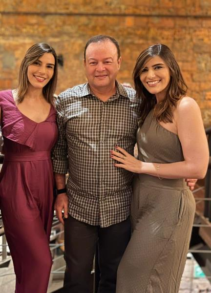 O médico e suas duas filhas também médicas. Foto Arquivo pessoal
