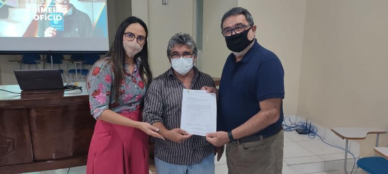 Da esquerda para a direita, secretária Amanda Purger, Miriquinho Batista e prefeito Lucídio Paes