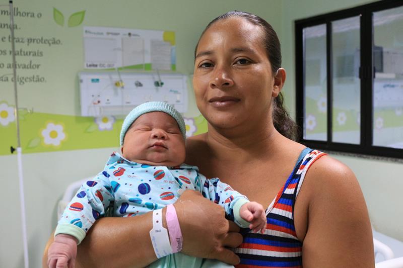 Mãe e filho na alta hospitalar - Pró-Saúde