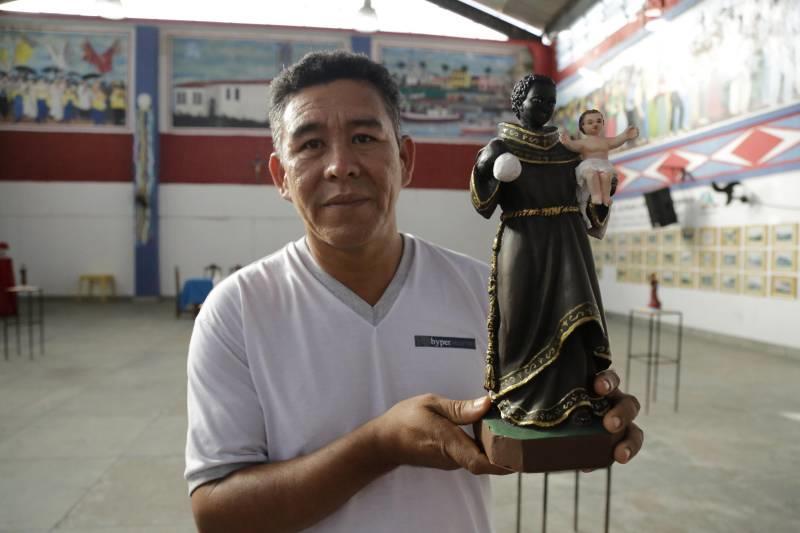 Escultor  Valdeci dos Santos, vencedor do Concurso São Benedito de Arte Popular