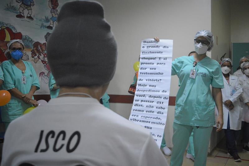 Daniel recebeu uma carta de todos que acompanharam a sua recuperação. Foto Diego Monteiro HMUE.