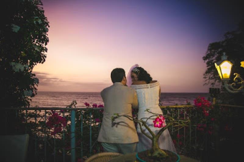 Casamento de Arthur Espindola e Mariana Cordeiro ao pôr do Sol na praia de Mosqueiro. Foto: Gui Sampaio