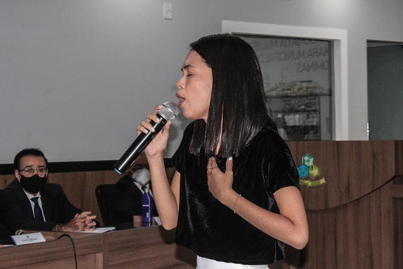 Luiza Fernanda, cantora paragominense, interpretou Maria Maria, de Milton Nascimento.