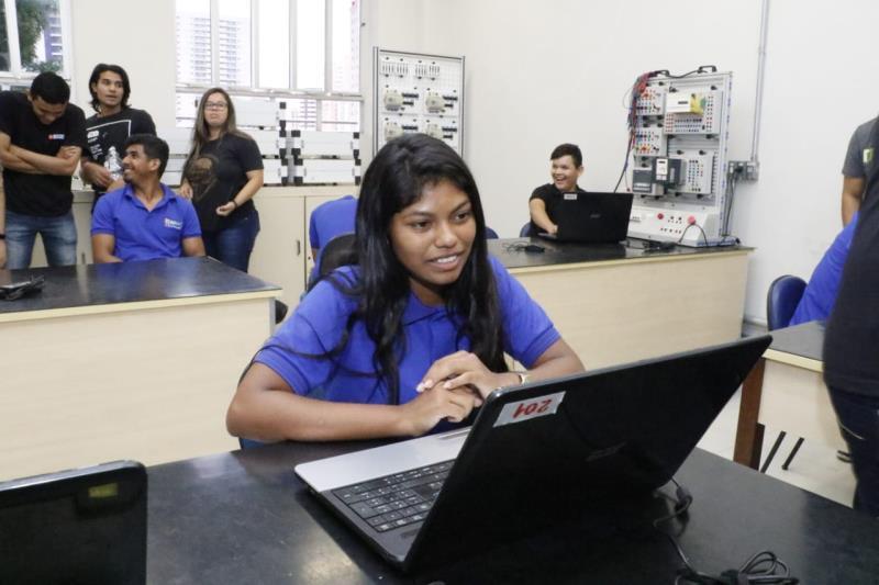 Aos 18 anos, Letícia Lemos procurou qualificação no Senai para enfrentar o mercado de trabalho