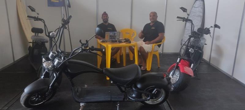 As motos elétricas estão fazendo sucesso na Feira do Sal