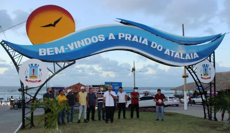 Prefeitura inaugura um portal na entrada do Atalaia