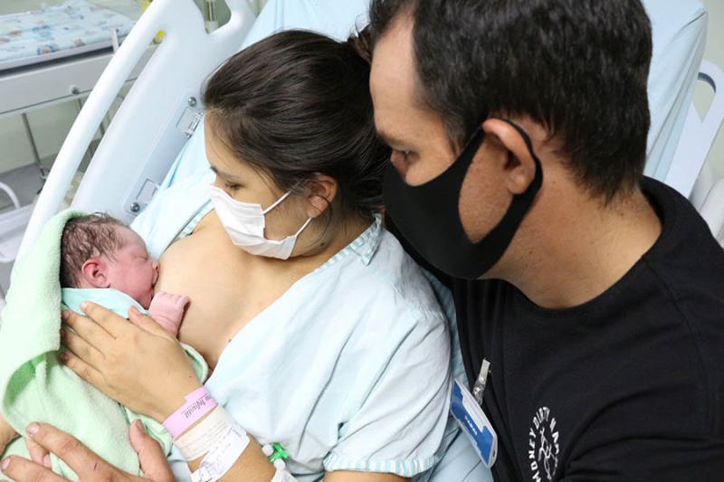 Aleitamento Materno na primeira hora de vida com o pai ao lado- Pró-Saúde