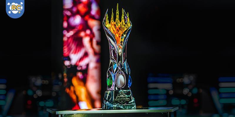 """Magic: The Gathering Arena, terá premiação total de US$ 750 mil e contará com 68 participantes, entre eles três brasileiros: Paulo Vitor Damo Rosa, Carlos """"Jaba"""" Romão (Bazar Gaming) e Lucas """"Esper"""" Berthoud (Hareruya LATIN)."""