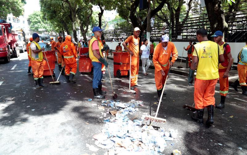 Para atuar nas procissões do final de semana, a Secretaria Municipal de Saneamento (Sesan) disponibilizou um efetivo de mais de 1000 agentes de limpeza urbana